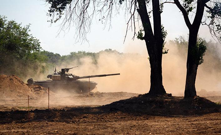 Основной боевой танк Т-90  во время конкурса «Безопасный маршрут»