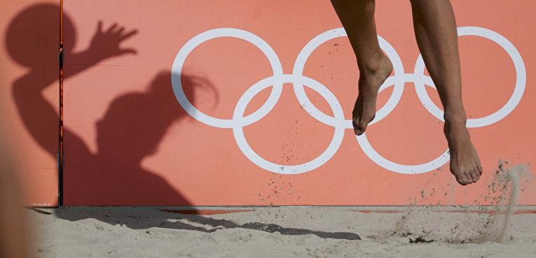 Женский пляжный волейбол, игрок сборной Польши на подаче