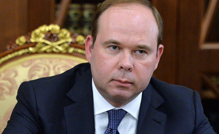 Назначенный руководителем администрации президента РФ Антон Вайно во время встречи в Кремле с президентом России Владимиром Путиным. 12 августа 2016