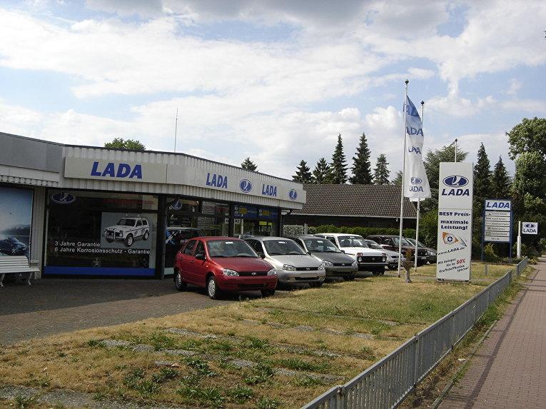 Дилерский центр Lada неподалеку от Гамбурга