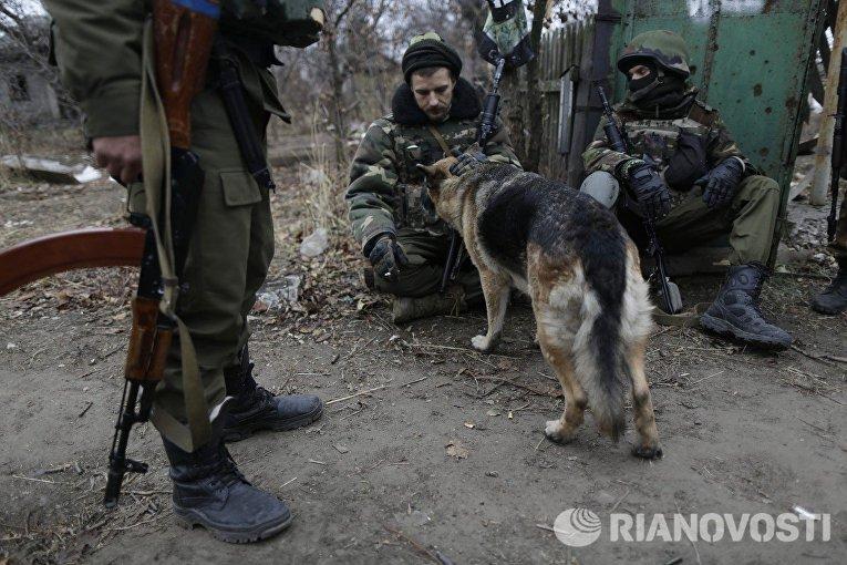 Украинские солдаты в деревне Пески под Донецком