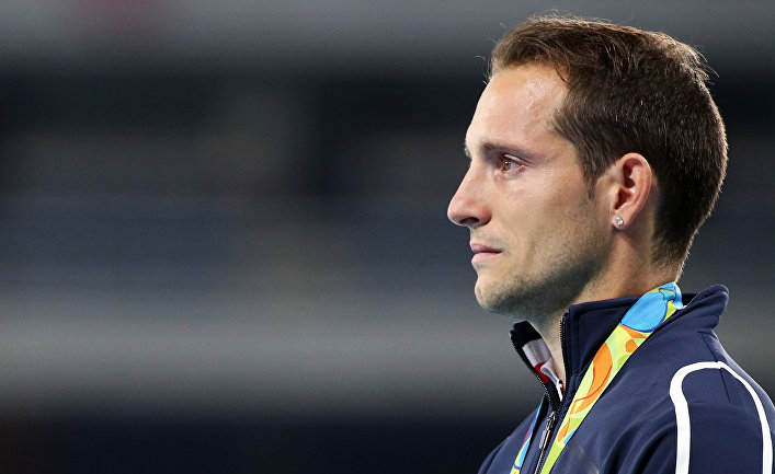 Французский спортсмен Рено Лавиллени во время церемонии награждения на Олимпиаде в Рио-де-Жанейро