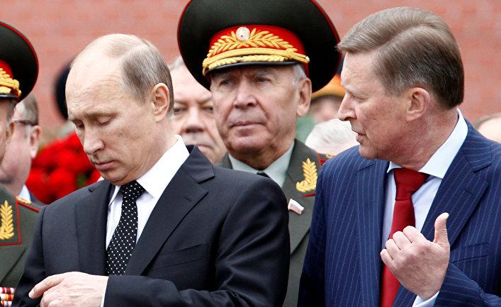 Владимир Путин и Сергей Иванов на церемонии, посвященной 72-й годовщине начала ВОВ, у Могилы Неизвестного солдата в Москве