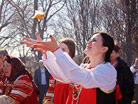Члены движения «Анастасия» на празднике Благовещенье в родовом экопоселении «Кореньские родники», Белгородская область