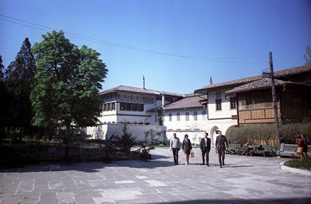 Вид на Бахчисарайский дворец-музей в Крыму