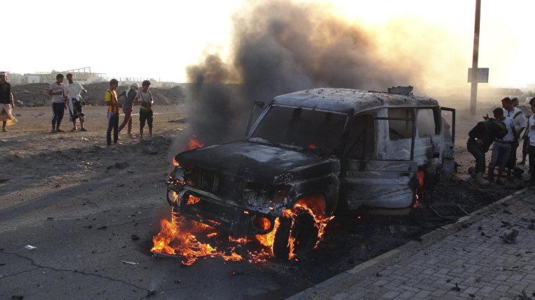 Разрушения после авиуадаров по городу Сана