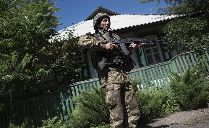 Украинский военный в деревне Катериновка Луганской области
