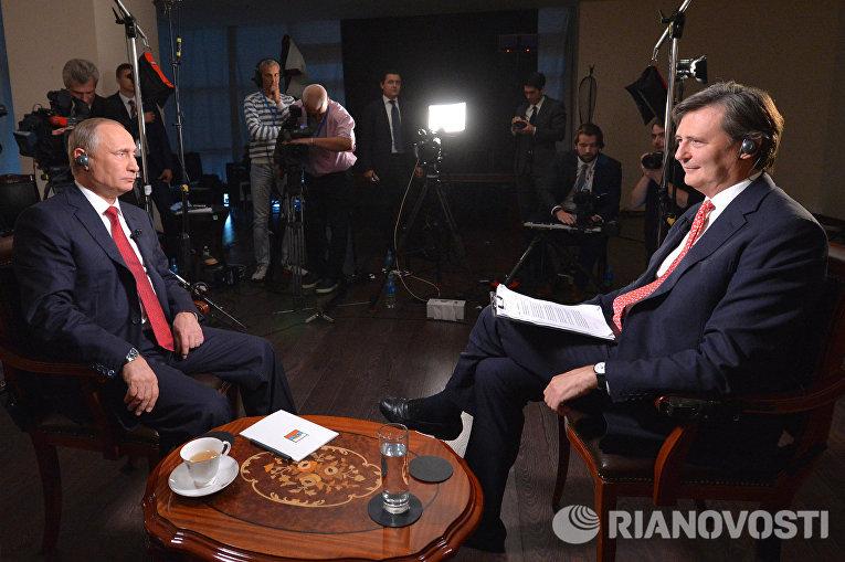 Владимир Путин во время интервью международному информационному агентству «Блумберг»