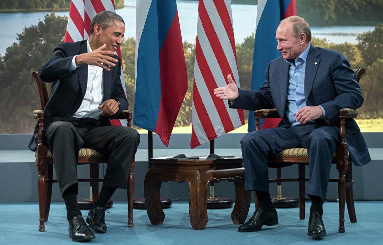 Президент России Владимир Путин (справа) и президент США Барак Обама
