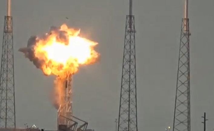 Взрыв ракеты Falcon 9 на стартовой площадке SpaceX на космодроме на мысе Канаверал, США