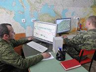 Работа военнослужащих за компьютером
