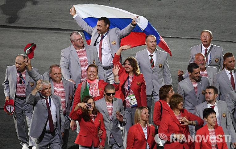 Представители Белоруссии во время парада атлетов и членов национальных делегаций на церемонии открытия XV летних Паралимпийских игр 2016 в Рио-де-Жанейро
