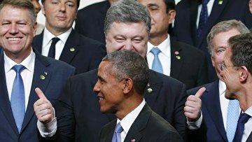 Петр Порошенко и Барак Обама на саммите по ядерной безопасности в Вашингтоне