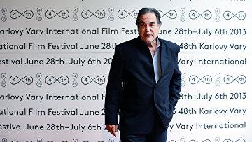 Американский кинорежиссёр Оливер Стоун