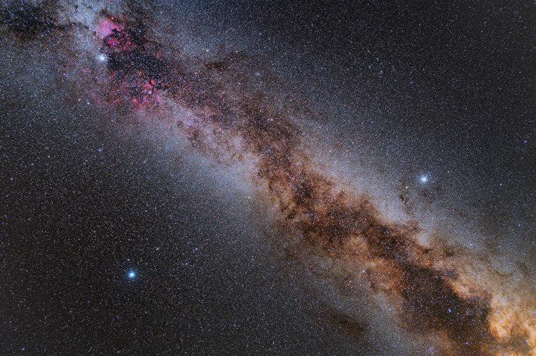 Метеор на фоне Млечного пути