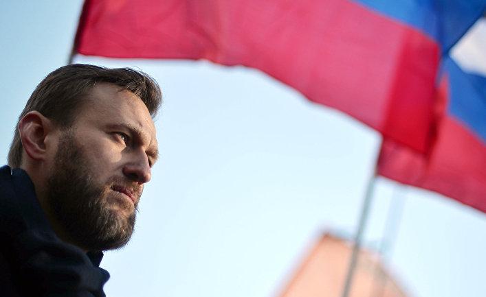 Политик Алексей Навальный во время марша памяти