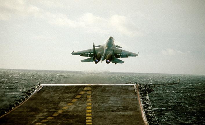 Взлет истребителя СУ-27К с авианосца «Адмирал Кузнецов»
