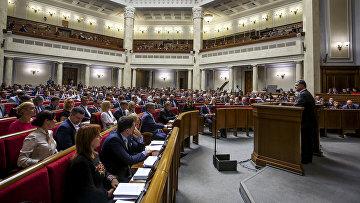 Президент Украины Петр Порошенко выступает на заседании Верховной Рады в Киеве