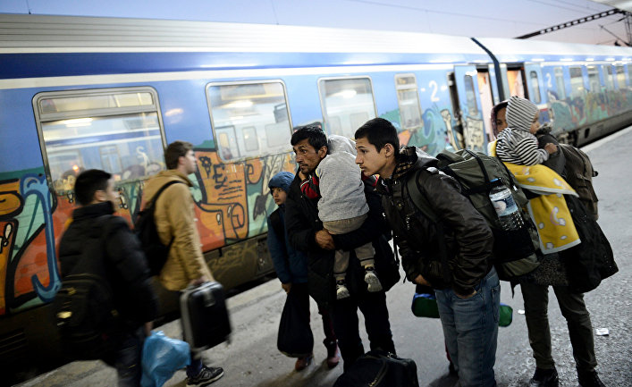 Беженцы из Сирии на вокзале в Фессалониках