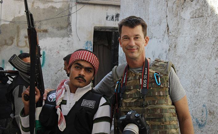 Британский военный фотожурналист Джон Кэнтли в Алеппо