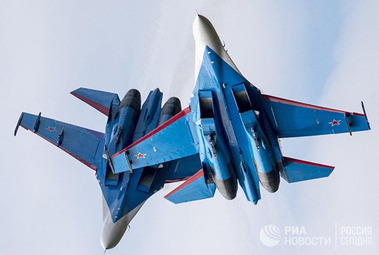 Многоцелевые истребители Су-27 пилотажной группы «Русские Витязи»