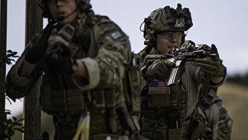 Американские солдаты на военных учениях
