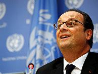 Президент Франции Франсуа Олланд выступает на пресс-конференции