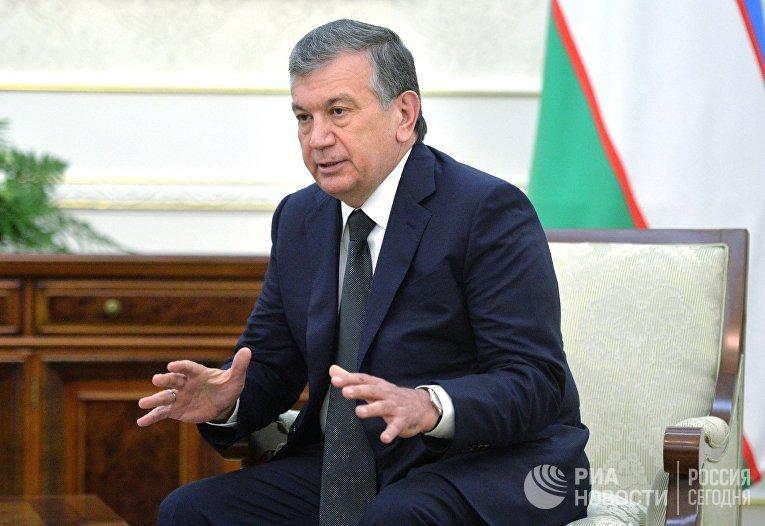 Премьер-министр Узбекистана Шавкат Мирзиеев во время беседы с президентом РФ Владимиром Путиным в самаркандской резиденции президента Узбекистана