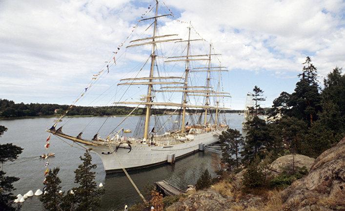 """Советское парусное судно - барк """"Седов"""" на рейде на Аландских островах"""