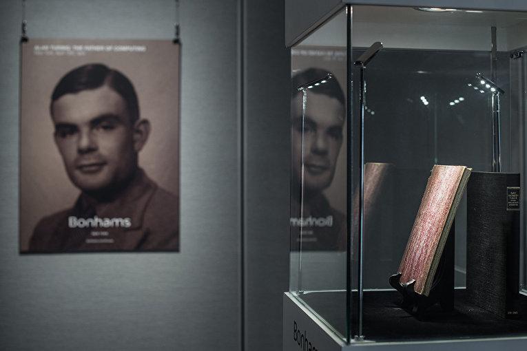 Редкие рукописи, принадлежавшие британскому математику и дешифровщику Алану Тьюрингу в Гонконге