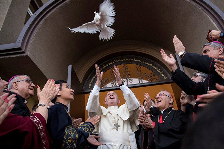 Папа римский Франциск в Халдейской католической церкви в Тбилиси