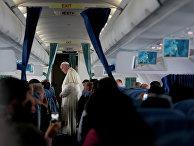 Папа Римский Франциск в самолете