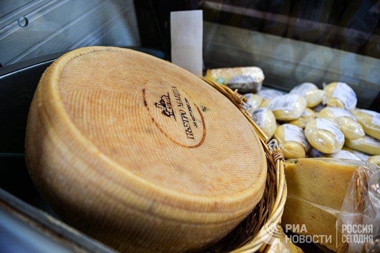 Продажа сырной продукции на мероприятии «Сырные дни»