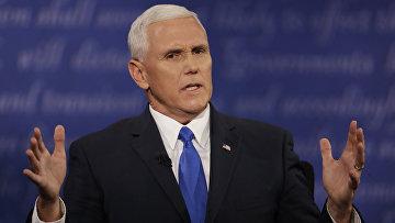 Кандидат в вице-президенты США от Республиканской партии Майк Пенс во время дебатов