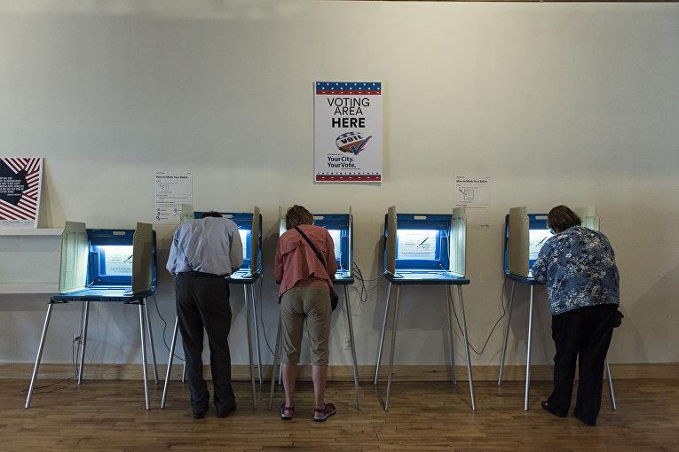 В центре раннего голосования в Миннеаполисе, штат Миннесота