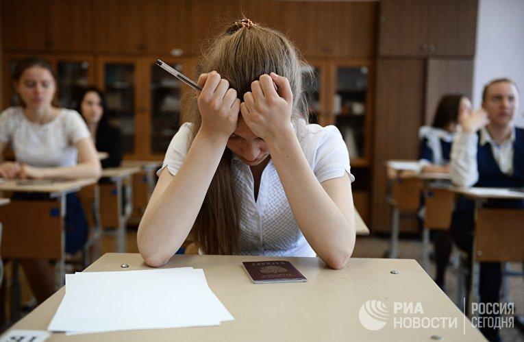 Сдача ЕГЭ по географии и литературе в городах России