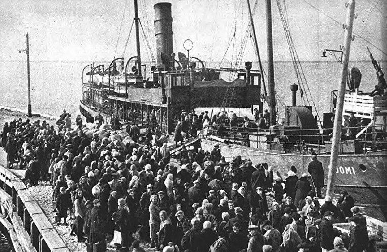 Теплоход «Суоми» в порту Палдиски. Перевозка ингерманладцев из концлагеря Клоога в Финляндию