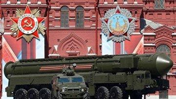 Российская твердотопливная межконтинентальная баллистическая ракета РС-24 «Ярс» во время парада Победы на Красной площади