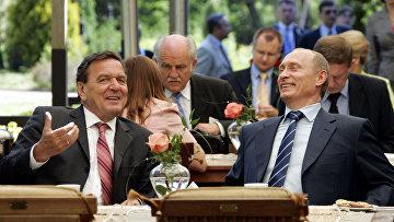 Федеральный канцлер ФРГ Герхард Шредер и президент России Владимир Путин