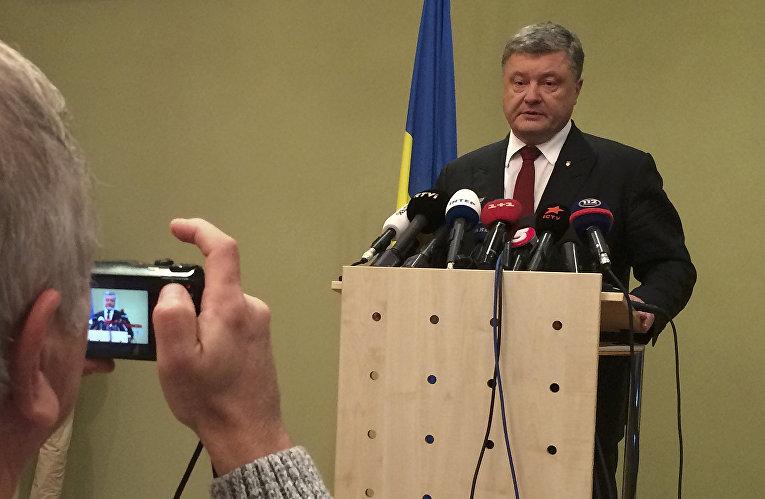 Президент Украины Петр Порошенко на пресс-конференции по итогам переговоров в Берлине