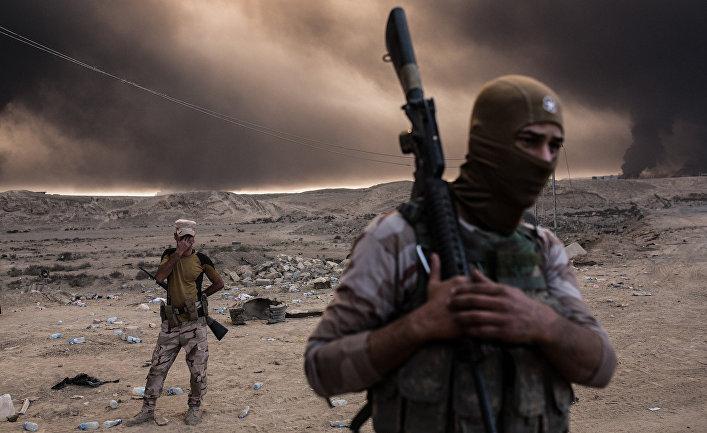 Иракские солдаты приблизительно 60 километрах к югу от Мосула
