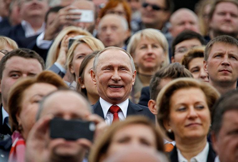 Президент России Владимир Путин во время празднования Дня города в Москве