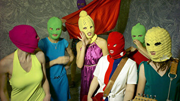 Российская феминистская панк-рок-группа Pussy Riot