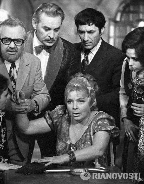 """Аросева, Рунге, Мишулин во время съёмок """"Кабачок 13 стульев"""""""