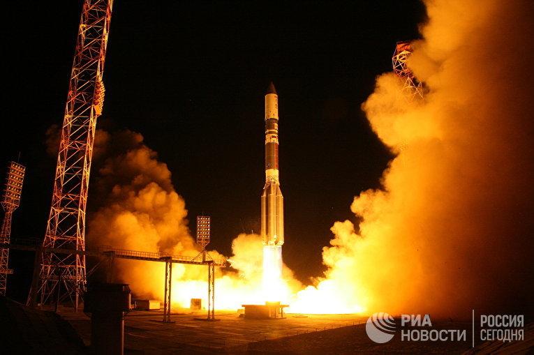 """Запуск ракеты-носителя """"Протон-М"""" со спутником связи """"Астра-2Е"""""""