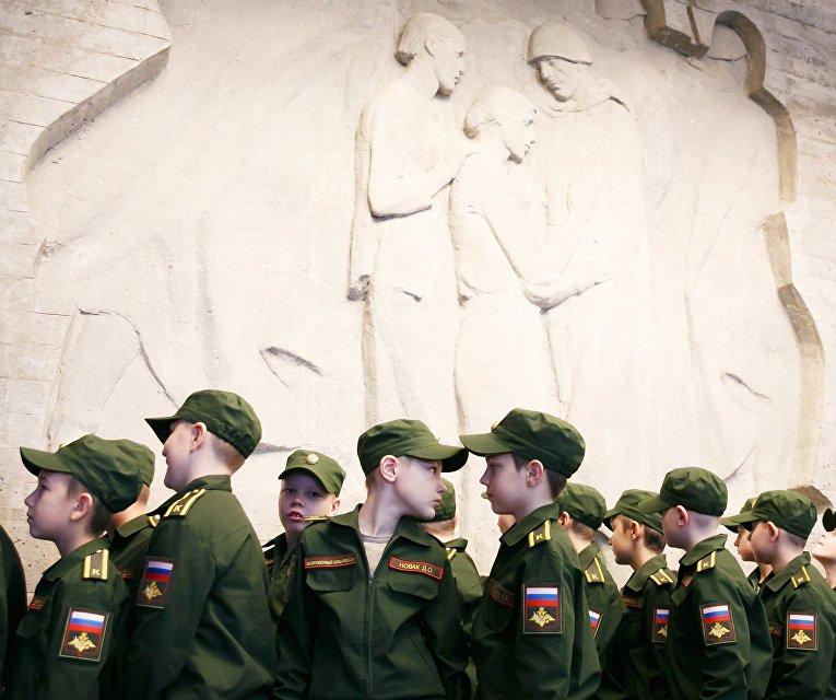 """Церемония принятия детей в ряды военно-патриотического движения """"Юнармия"""" в Волгограде"""