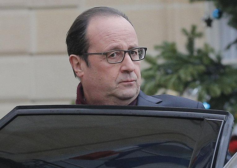 Президент Франции Франсуа Олланд едет в редакцию Charlie Hebdo после теракта