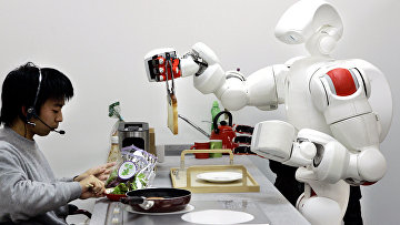Робот-гуманоид в университете Васэда готовит салат