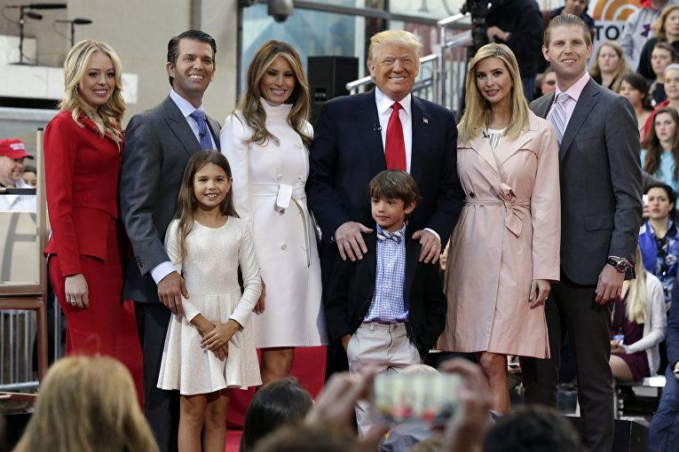 Кандидат в президенты США Дональд Трамп с членами своей семьи в Нью-Йорке