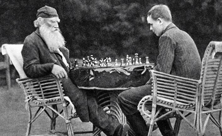 Лев Толстой за игрой в шахматы